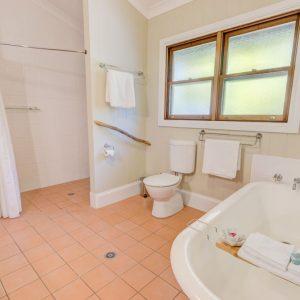 FCR Full Bath Cottage 1